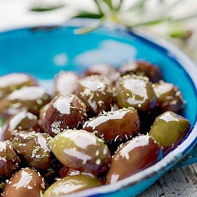 Taggiasca olivy bez pecek naložené v oleji